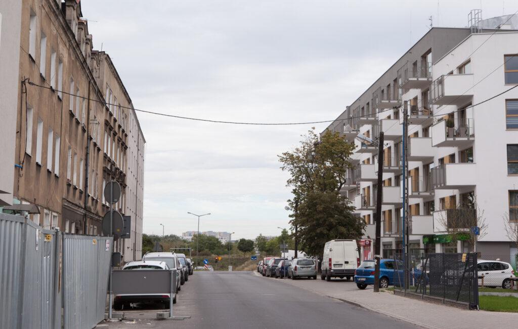 Ulica Smolna w dzielnicy Główna stare i nowe zabudowania