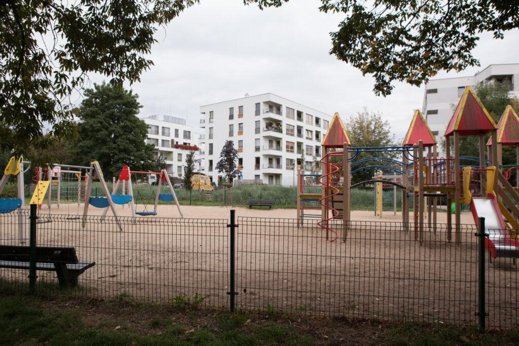 plac zabaw w parku imienia kasiędza Tadeusza Kirschke zwanym parkiem Nadolnik