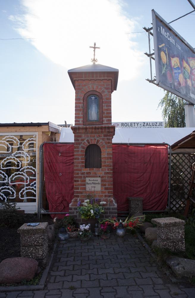 kapliczka przy ulicy Głównej ufundowana przez Marcina Witkowskiego