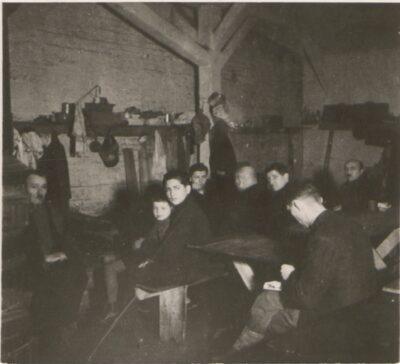 Wnętrze baraku numer 1 w obozie Lager Glowna. Ze zbiorów Instytutu Zachodniego im. Zygmunta Wojciechowskiego w Poznaniu.