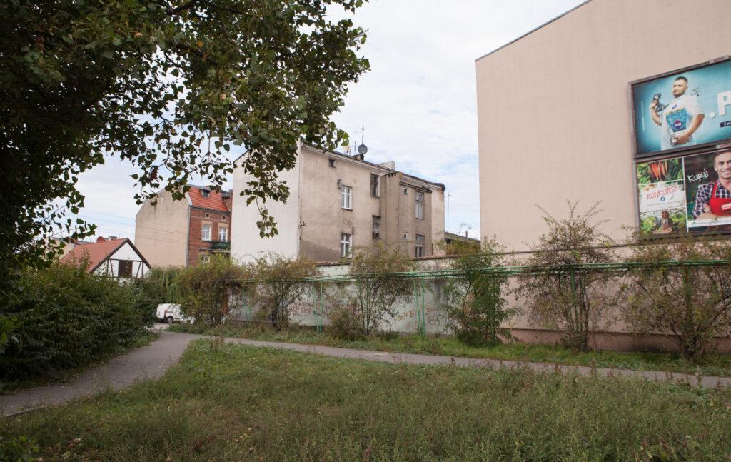 rynek wschodni budynki zieleń fyrtel główna