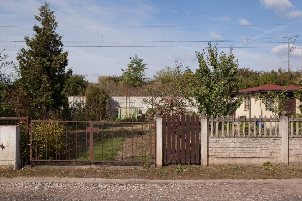 zabudowania mieszkalne na terenie ogródków działkowych