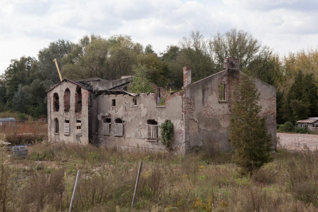 ruiny zabudowań pozostałości po młynie cerealia na Nadolniku fyrtel główna