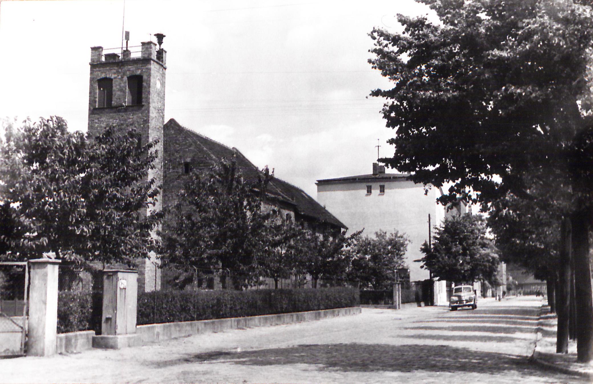 archiwalne zdjęcie przedstawiające strażnicę pożarną przy rynku wschodnim