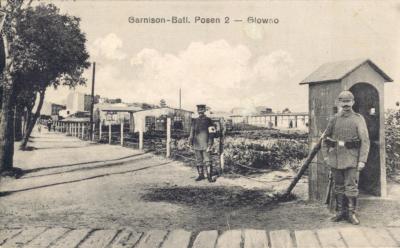 Garnison-Batl. Posen 2 – Glowno. Garnizon – batalion Poznań 2 – Główno. Jednoobrazkowa karta pocztowa z ok. 1916 roku. Ze zbiorów Biblioteki Uniwersyteckiej w Poznaniu