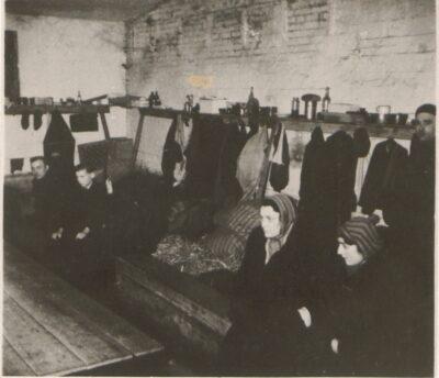 Wnętrze baraku w obozie Lager Glowna. Ze zbiorów Instytutu Zachodniego im. Zygmunta Wojciechowskiego w Poznaniu.